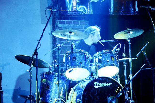 Ronny spielt nicht nur Schlagzeug - 18.02.10 (Foto: St. Steigmann)